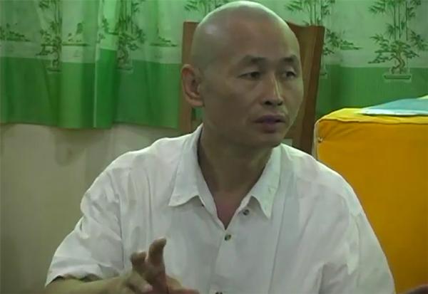 Liu Lihong lecturing about Jinjing Qigong